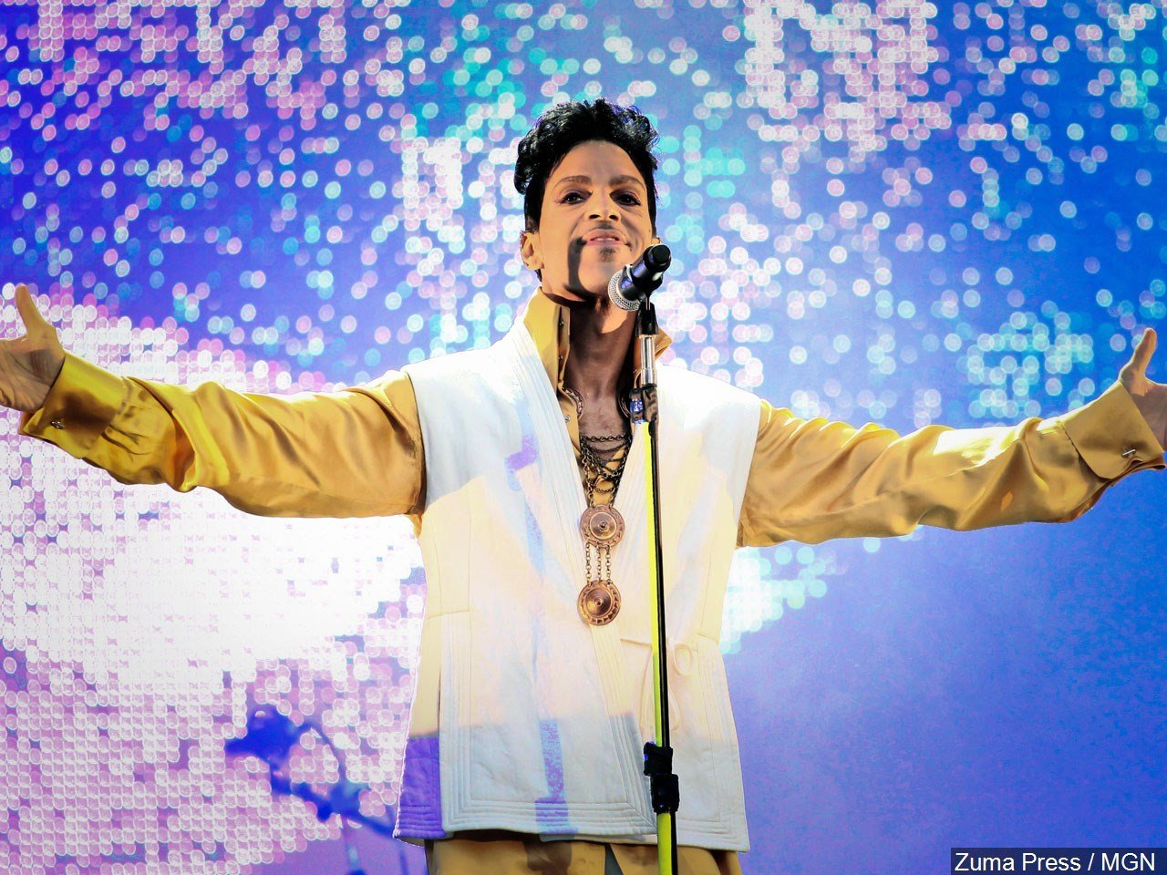 Search warrants provide few clues into source of Prince's fatal overdose