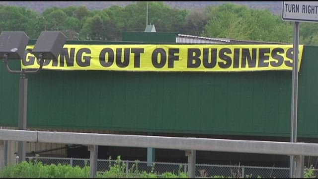 Fargo's Gander Mountain store puts up 'going out of business' banner