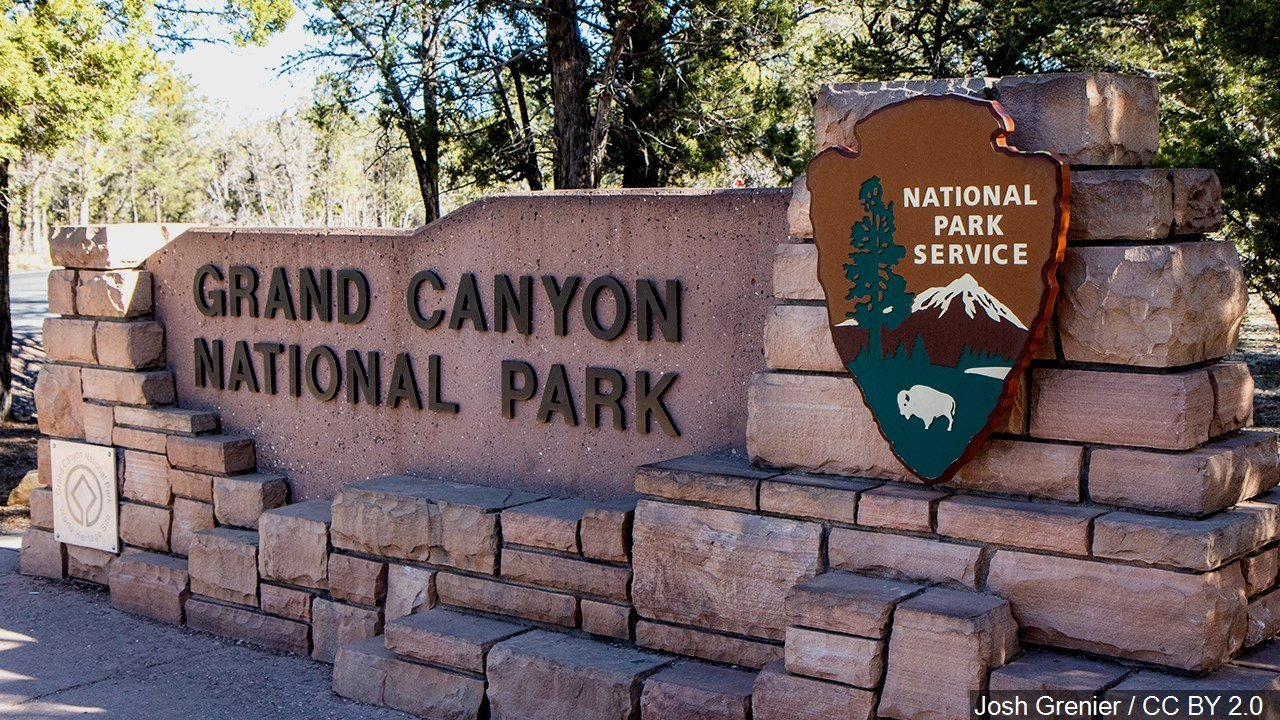 3 dead in crash of Grand Canyon tour helicopter
